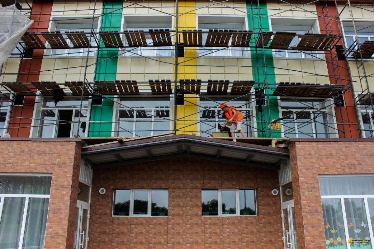 Без Купюр У Новій Празі завершують капітальний ремонт школи за 46 мільйонів. ФОТО Освіта  Нова Прага капітальний ремонт велике будівництво Андрій Балонь 2020 рік