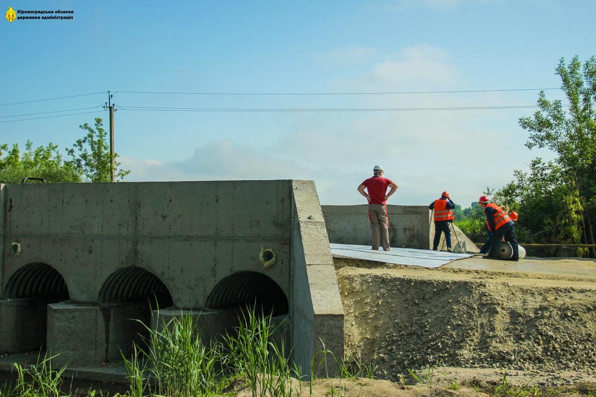 Без Купюр На Кіровоградщині розпочали ремонт мосту, що з'єднує два райони За кермом  капітальний ремонт 2020 рік