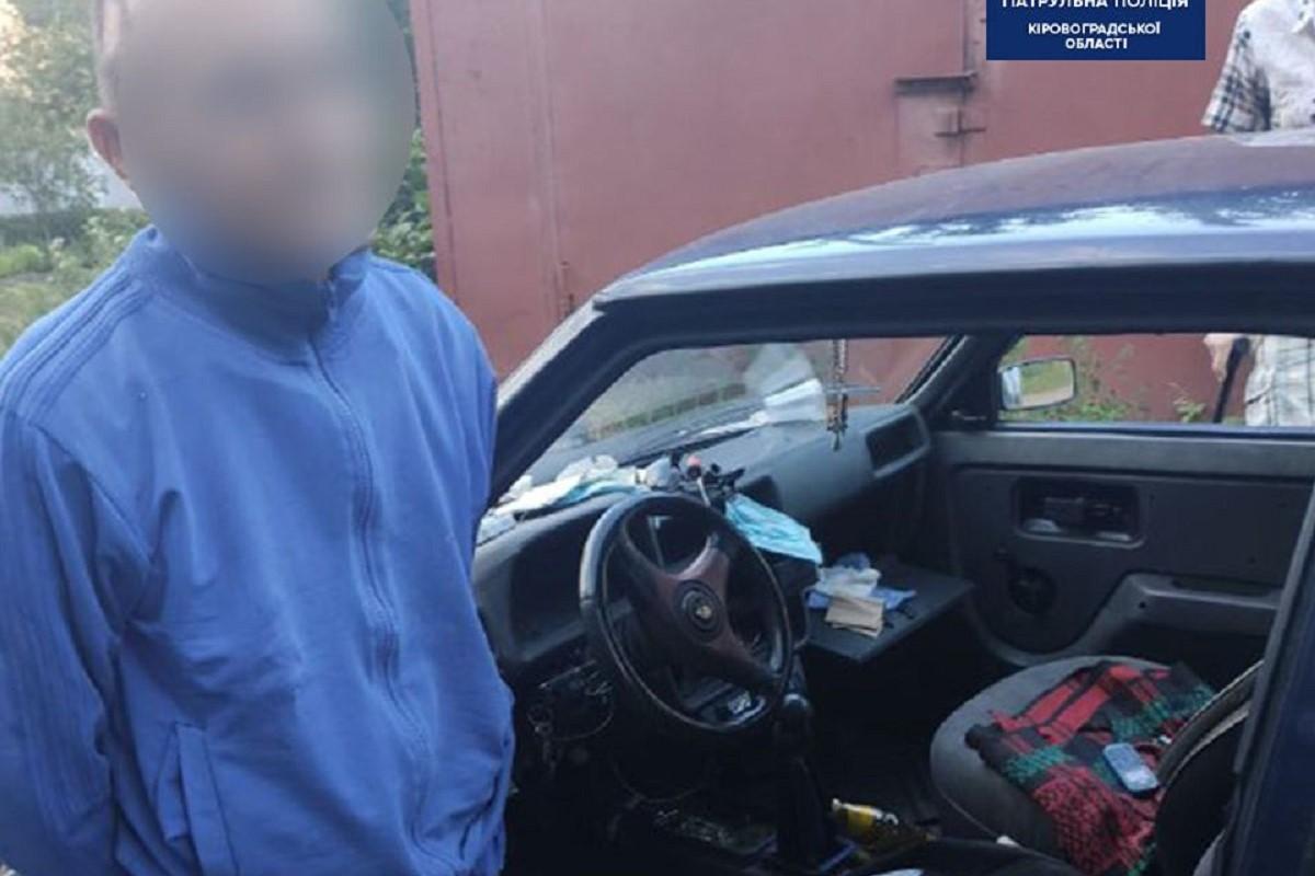Без Купюр Кропивничанин, у якого знайшли ножі та наркотики, пропонував патрульним хабар Кримінал  хабар наркотики 2020 рік