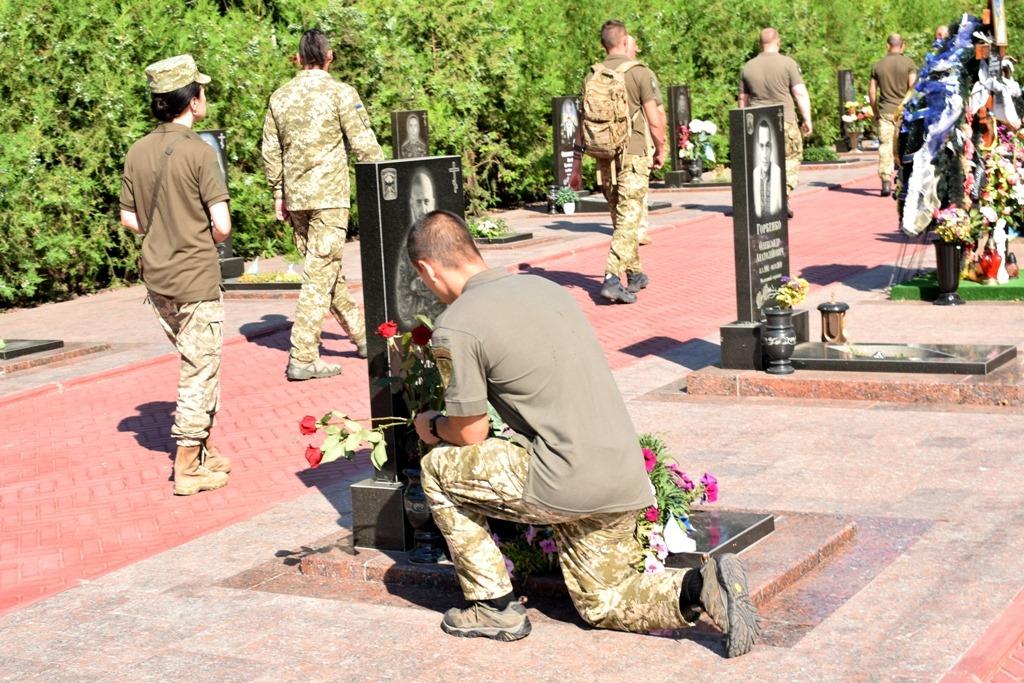 Без Купюр У Кропивницькому вшанували пам'ять загиблих воїнів 3-го окремого полку спеціального призначення Життя  спецпризначені панахида 2020 рік