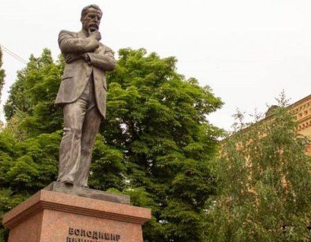 У Кропивницькому пам'ять Володимира Винниченка вшанували покладанням квітів та дискусією. ВІДЕО