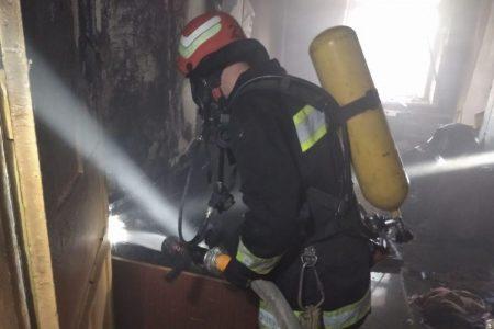 У Новгородці врятували чоловіка з пожежі