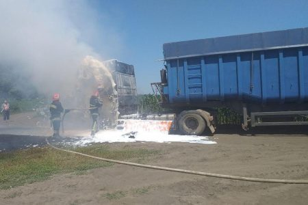 На Кіровоградщині горіла вантажівка. ФОТО