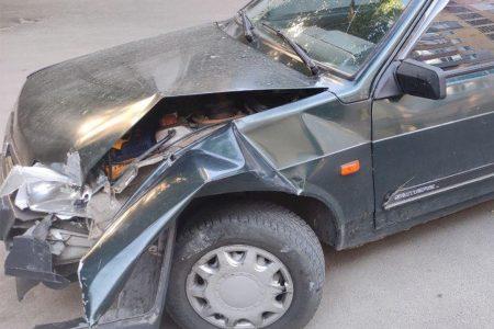 У Кропивницькому водій, який ніколи не мав посвідчення, протаранив паркан і втік. ФОТО
