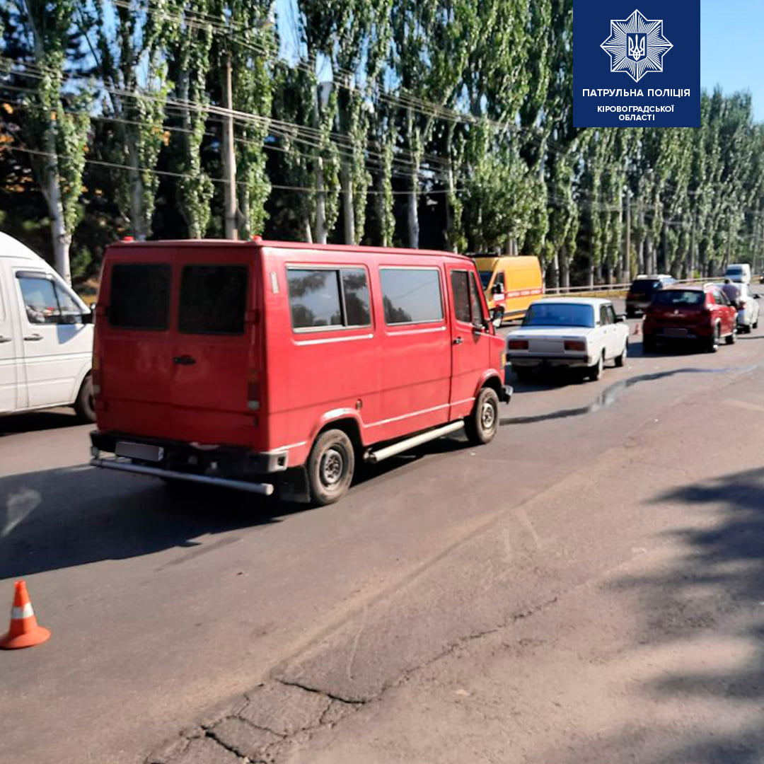 Без Купюр У Кропивницькому водій спричинив ДТП із чотирма авто. ФОТО За кермом  пошкодження патрульні ДТП ВАЗ 2105 Renault 2020 рік