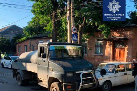 Асенізатор спричинив аварію в Кропивницькому. ФОТО