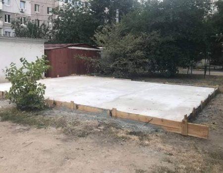 Чиновниця міськради Кропивницького будує гараж на комунікаціях