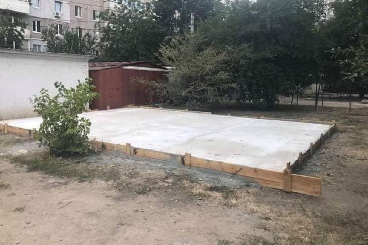 Без Купюр Чиновниця міськради Кропивницького будує гараж на комунікаціях Життя  будівництво Андрій Максюта 2020 рік