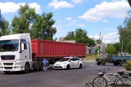 У Кропивницькому жінка загинула під колесами вантажівки. ФОТО