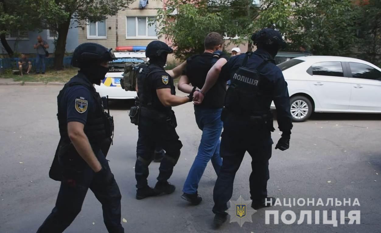Без Купюр Кропивничанин побив адвоката й погрожував пістолетом поліції. ФОТО Кримінал  тілесні ушкодження поліція погрози затримання адвокат 2020 рік