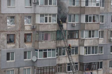 У Кропивницькому приборкали пожежу на 8-ому поверсі й урятували чоловіка. ФОТО. ВІДЕО