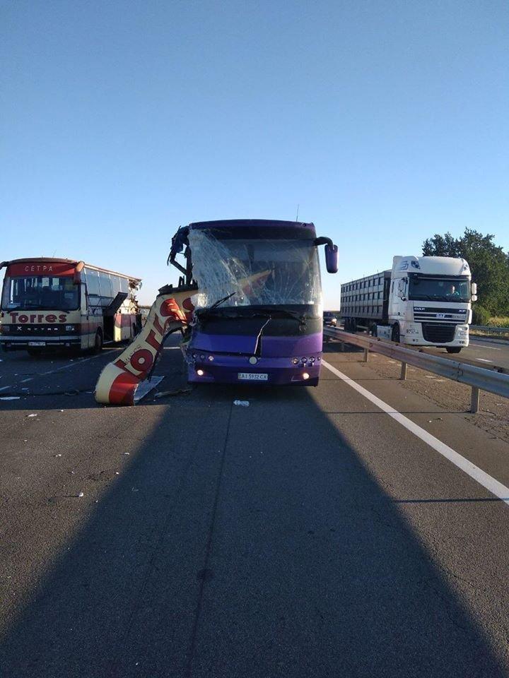 Без Купюр На Кіровоградщині зіштовхнулися автобуси, є загиблі й травмовані. ДОПОВНЕНО За кермом  рятувальники загиблі ДТП автобуси 2020 рік