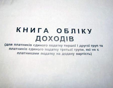 У Маловисківському районі легковик злетів із траси в лісосмугу й перевернувся. ФОТО