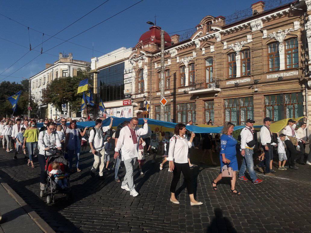 У Кропивницькому пройшла 11-та щорічна хода вишиванок. ФОТО 5