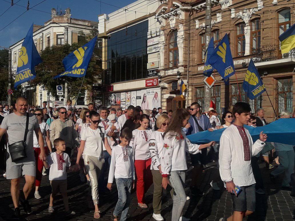 У Кропивницькому пройшла 11-та щорічна хода вишиванок. ФОТО 6
