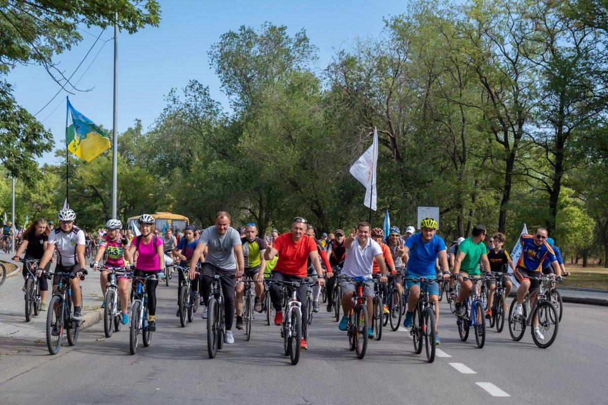 Без Купюр Флешмоб у Кропивницькому: кілька тисяч велосипедистів нагадали владі про необхідність велодоріжок. ФОТО Події  Олександр Горбунов велопробіг велодоріжки Андрій Лісота Kropbikeday 2020 рік