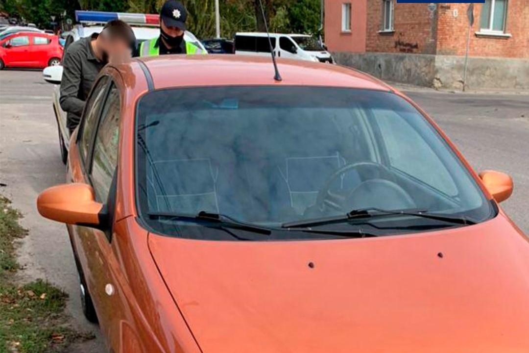 Без Купюр Патрульні знайшли водія, який в'їхав у припарковане авто в Кропивницькому та втік За кермом  Патрульна поліція новини Кропивницький ДТП 2020 рік