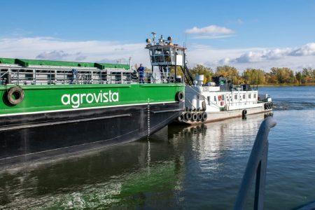 Агрохолдинг Кузьменків вклав кошти в будівництво баржі, що може зберігати до 94 тисяч тонн зерна