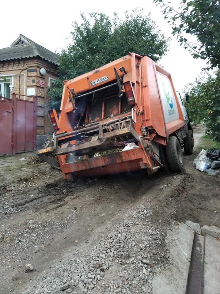 Без Купюр У Кропивницькому провалився сміттєвоз. ФОТО За кермом  сміттєвоз Екостайл 2020 рік