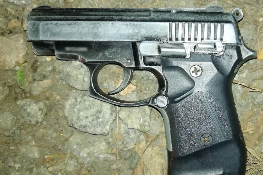 Без Купюр У Кропивницькому затримали чоловіка, який розмахував серед вулиці пістолетом Кримінал  новини Кропивницький зброя 2020 рік