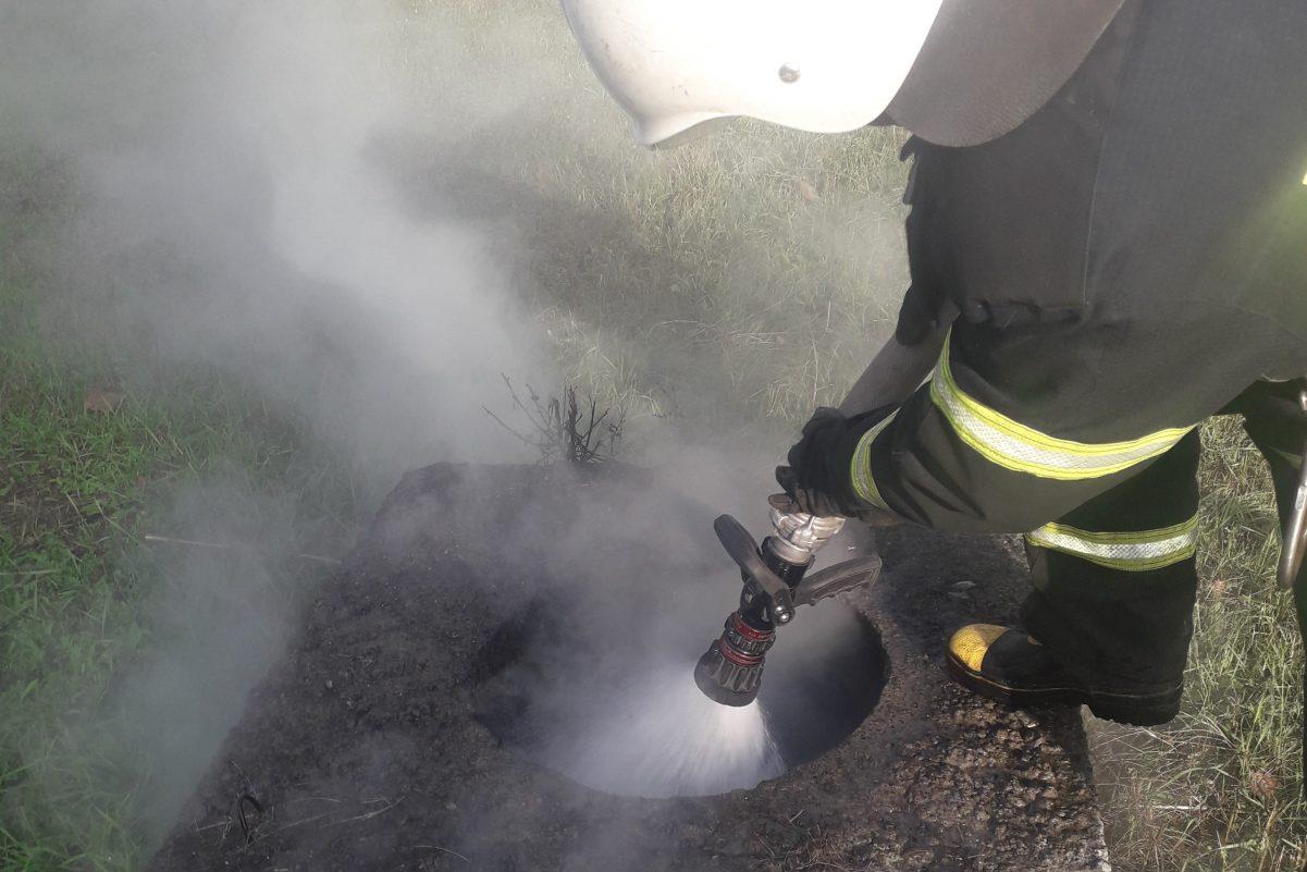 Без Купюр У Кропивницькому горіло сміття в колодязі тепломереж Події  тепломережі пожежа ДСНС 2020 рік