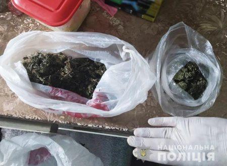Поліцейські вилучили у жителів Кіровогращини близько двох кілограмів наркотиків