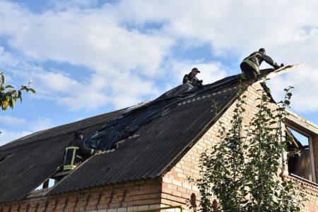 У Кропивницькому відновлюють домоволодіння, пошкоджені стихією. ФОТО