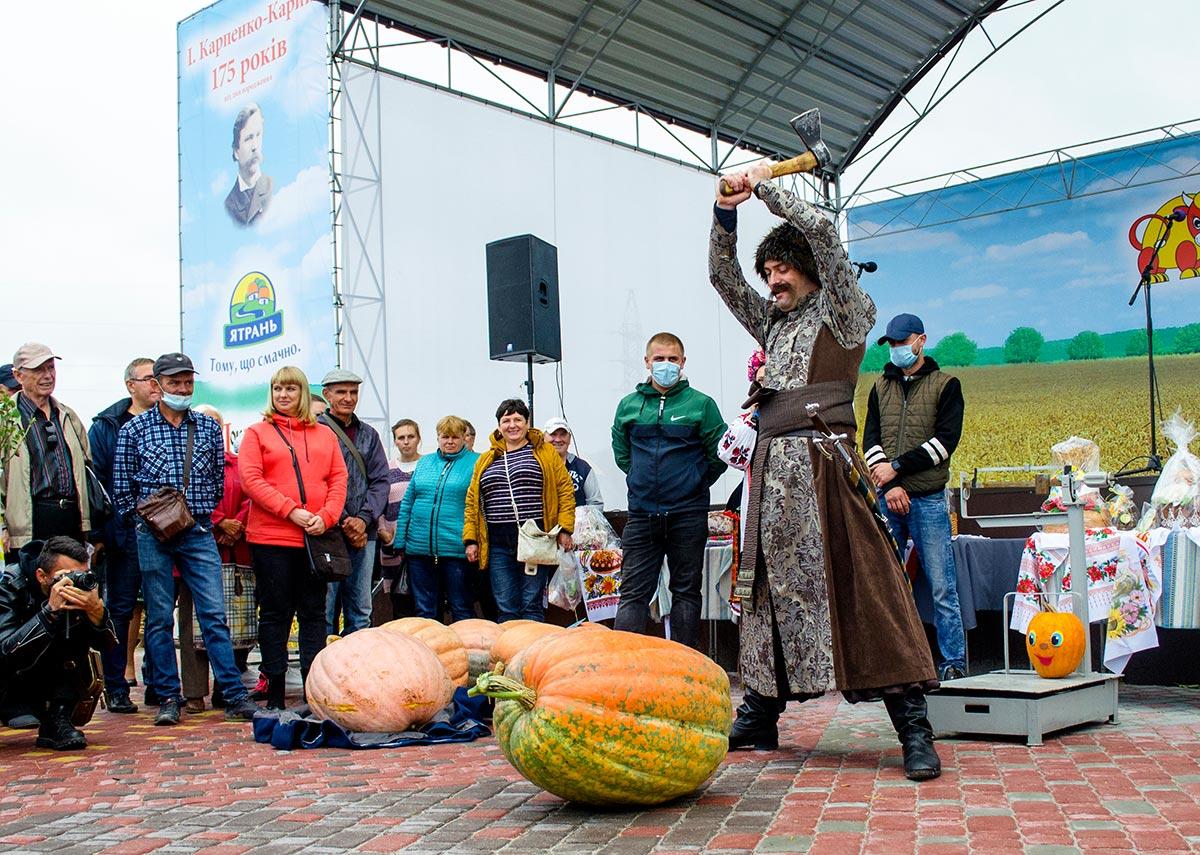 Без Купюр Хто цього року на «Покровському ярмарку» виростив найбільшого гарбуза? Події  Покровський ярмарок Гарбуз-велетень Агроекспо AgroExpo 2020 рік