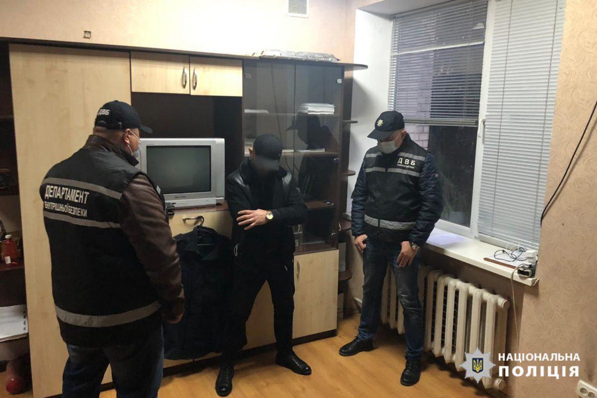 """Без Купюр У Кропивницькому власник вилученого """"RANGE ROVER"""" пропонував хабар поліцейському Кримінал  хабар поліція Кропивницький Департамент внутрішньої безпеки"""