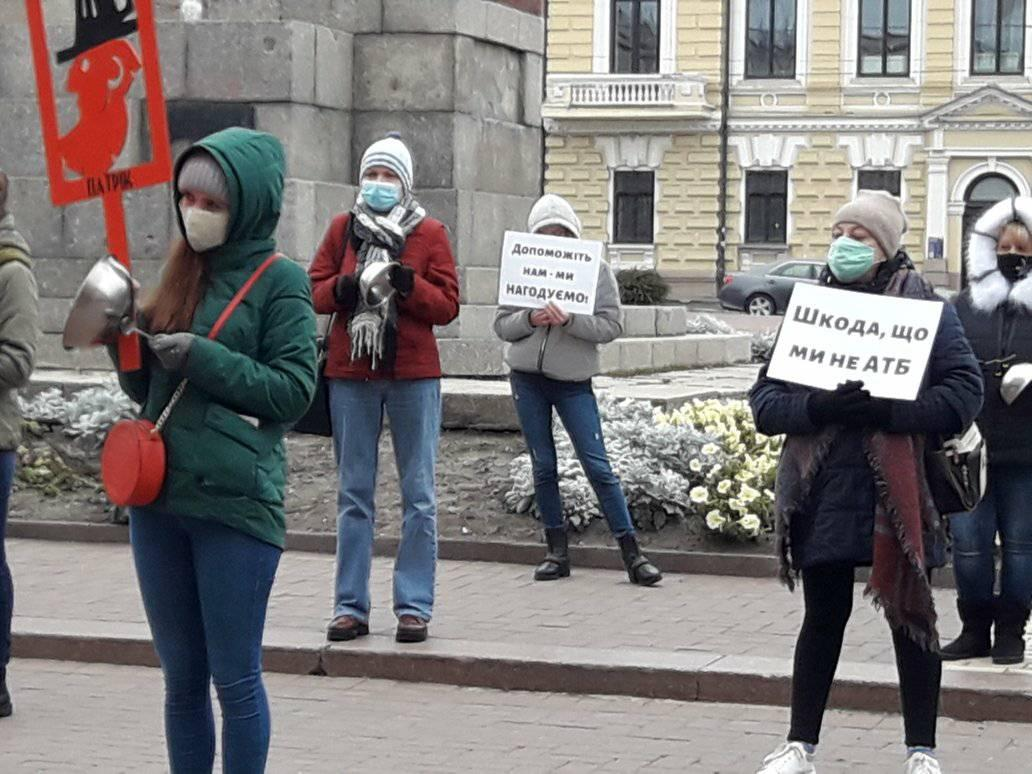 Без Купюр У Кропивницькому стукали по каструлях на знак протесту проти карантину вихідного дня. ФОТО Бізнес  протест карантин