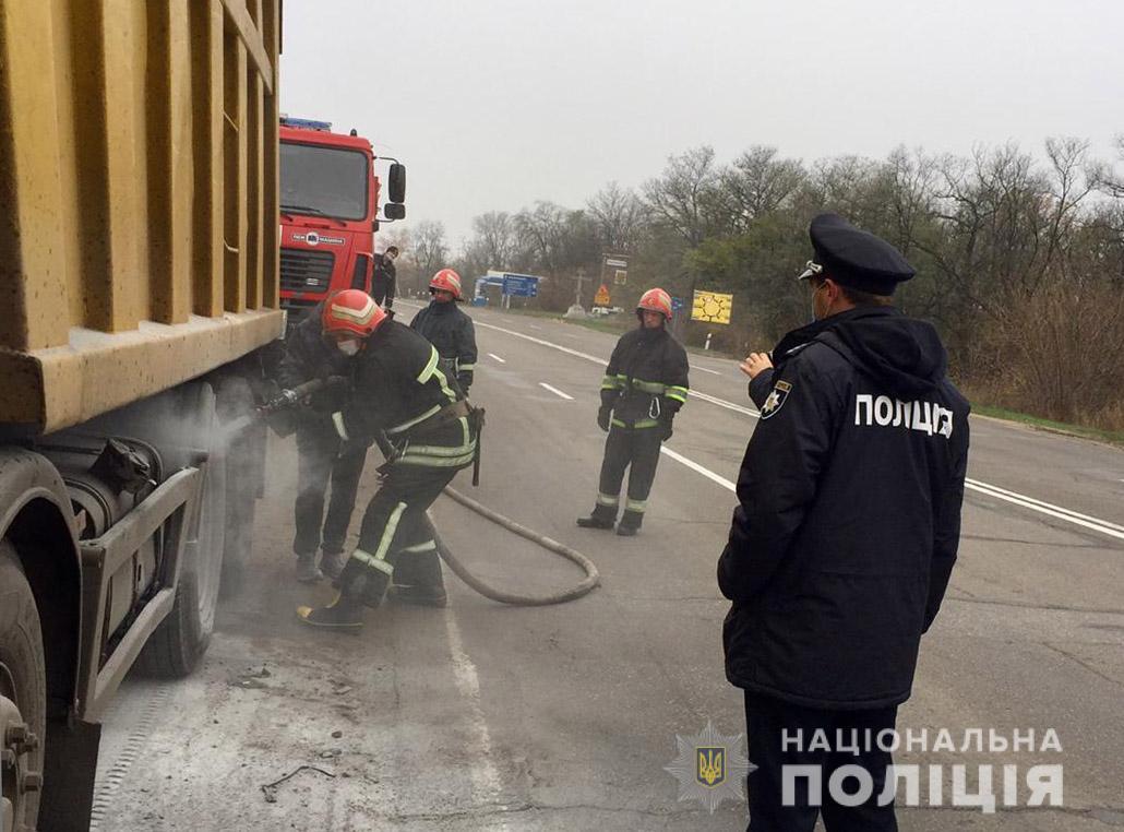 Без Купюр На Кіровоградщині на трасі загорілася вантажівка з вугіллям За кермом  пожежа новини Кіровоградщина авто