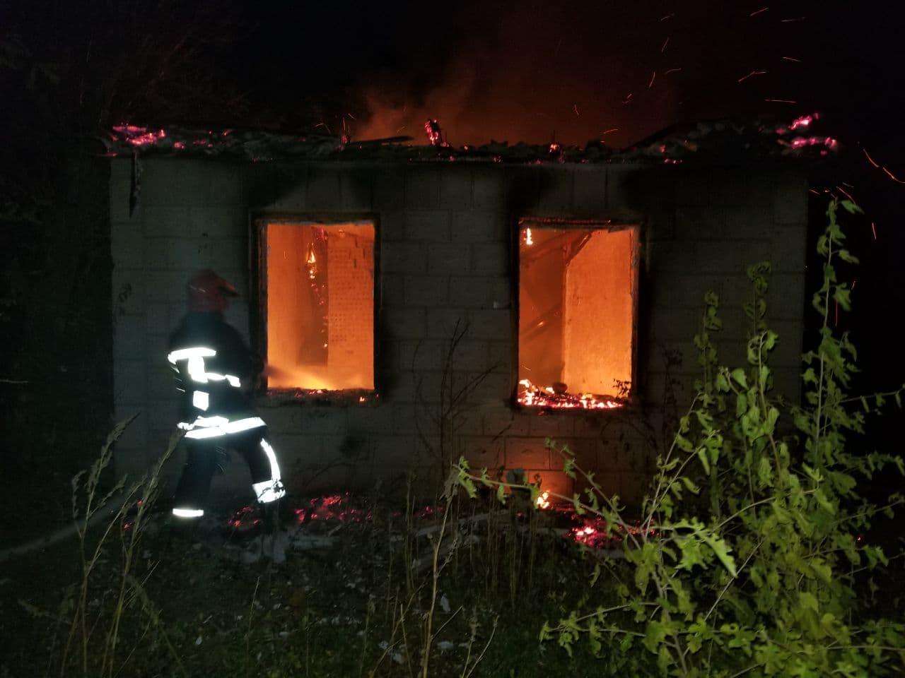 Без Купюр У Кропивницькому районі під час пожежі в будинку знайшли тіло загиблої людини Події  пожежа новини Кропивницький район загиблий ДСНС