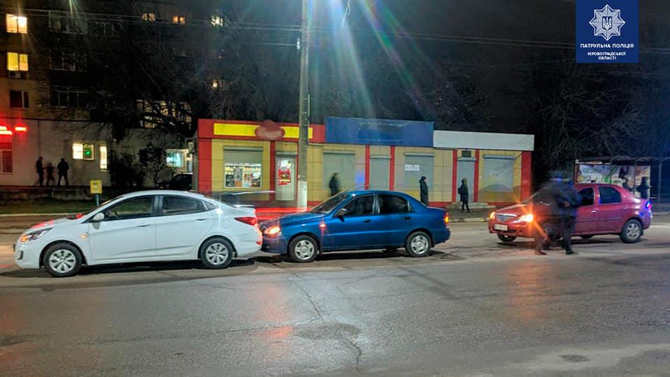 Без Купюр У Кропивницькому сталася ДТП за участі трьох авто. ФОТО За кермом  новини Кропивницький ДТП