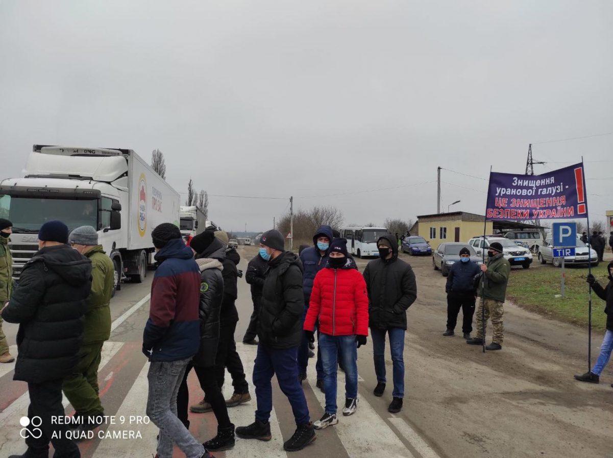 Без Купюр Шахтарі перекрили дороги Кіровоградщини, Президент скликає нараду. ФОТО. ВІДЕО За кермом  шахтарі страк Кіровоградщина
