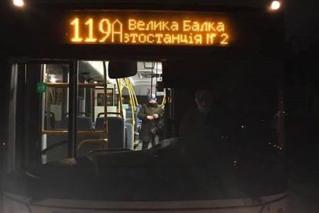Сьогодні в Кропивницькому виїхали на маршрути автобуси й тролейбуси з сантами. ФОТО