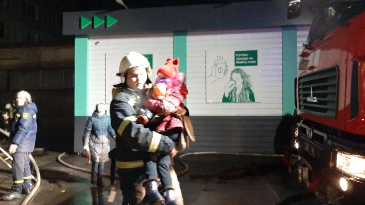 Без Купюр Кропивницький: пожежа на 8-ому поверсі гуртожитку, врятували 28 людей. ФОТО. ВІДЕО Вiдео  пожежа новини Кропивницький гуртожиток