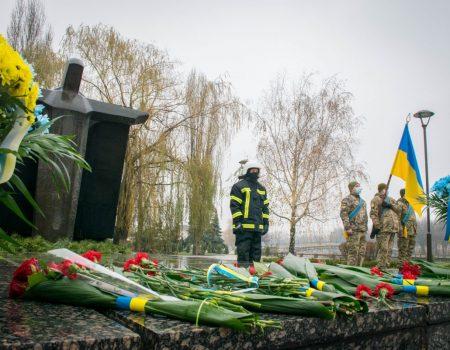 У Кропивницькому завдяки підліткам урятували чоловіка, який упав у річку. ВІДЕО