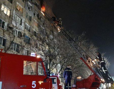 Кропивницький: пожежа на 8-ому поверсі гуртожитку, врятували 28 людей. ФОТО. ВІДЕО