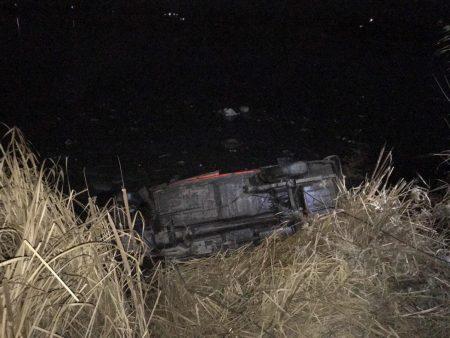 """В Онуфріївському районі """"Москвич"""" в'їхав у річку, водій виявився заблокованим. ФОТО"""