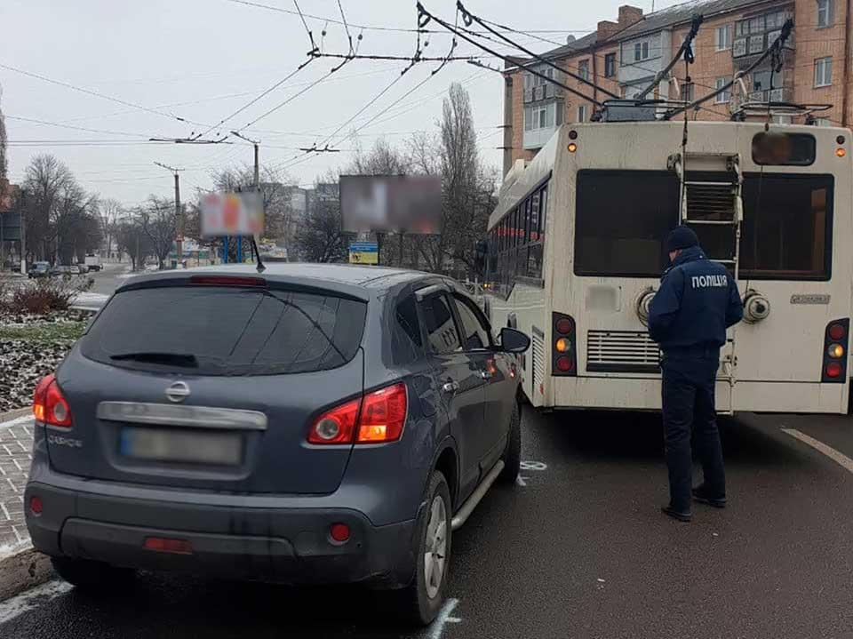Без Купюр У Кропивницькому водій тролейбуса спричинив ДТП За кермом  тролейбус Патрульна поліція новини Кропивницький ДТП