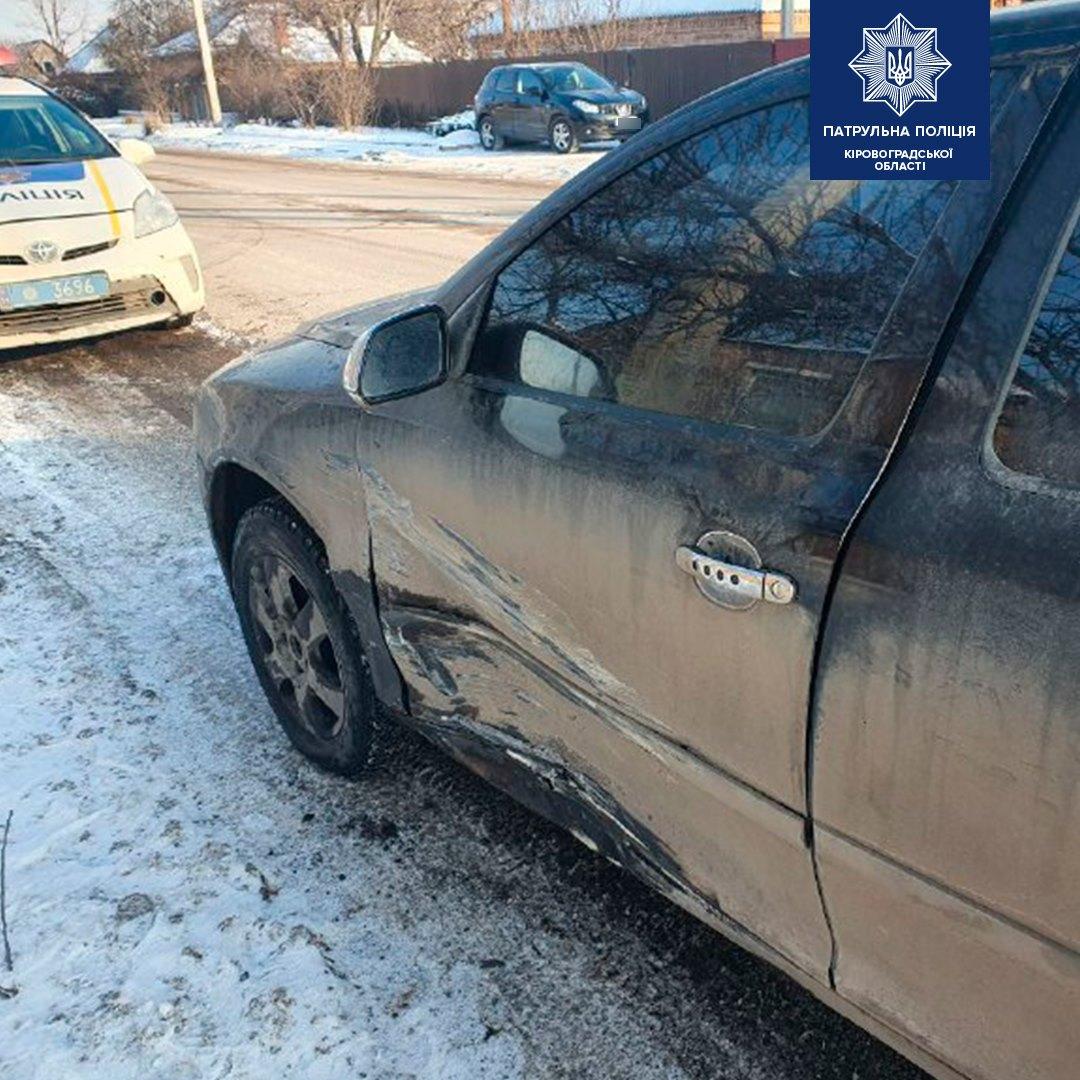 У Кропивницькому водій під час обгону спричинив ДТП. ФОТО 2
