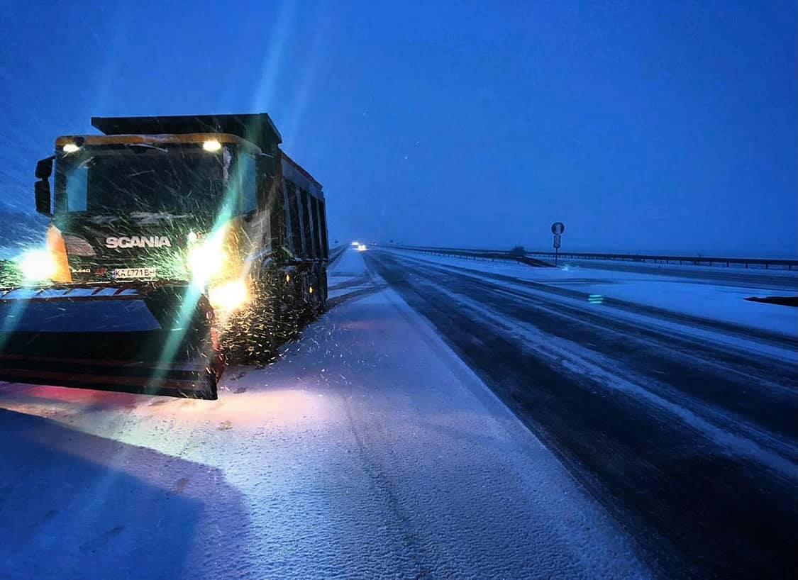 Дорогами Кіровоградщини можна проїхати, але дорожники ще працюють Фото 1