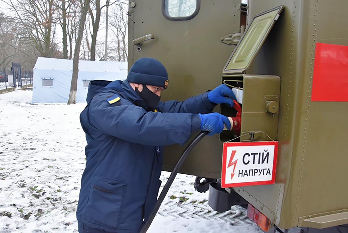 Через аварію рятувальники забезпечували електроживлення лікарні в Кропивницькому Photo 1