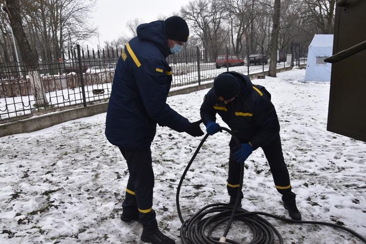 Через аварію рятувальники забезпечували електроживлення лікарні в Кропивницькому Фото 2