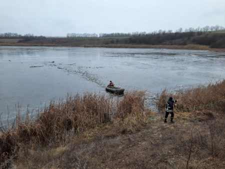 За лічені години на Кіровоградщині провалилися під лід четверо рибалок