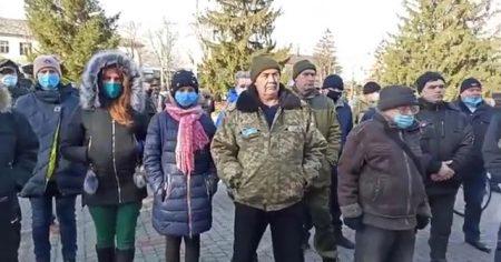 Кіровоградщина: жителі Новомиргорода протестували проти надбавок і премій посадовцям