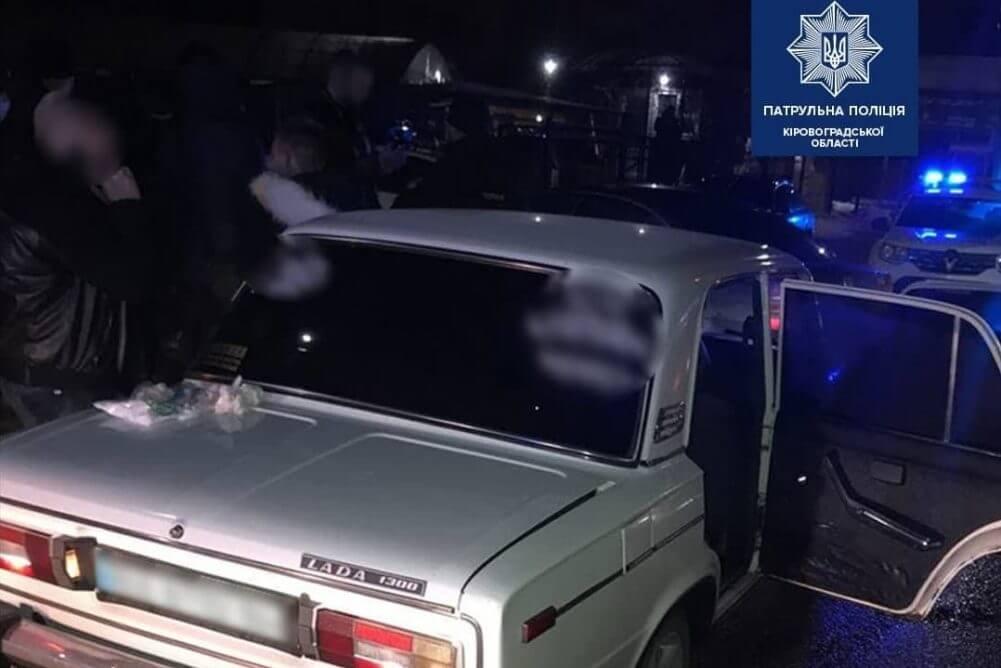 Без Купюр У Кропивницькому затримали злодіїв, які побили чоловіка і втекли на його авто За кермом  новини Кропивницький Кіровоградщина викрадення авто 2021 Квітень