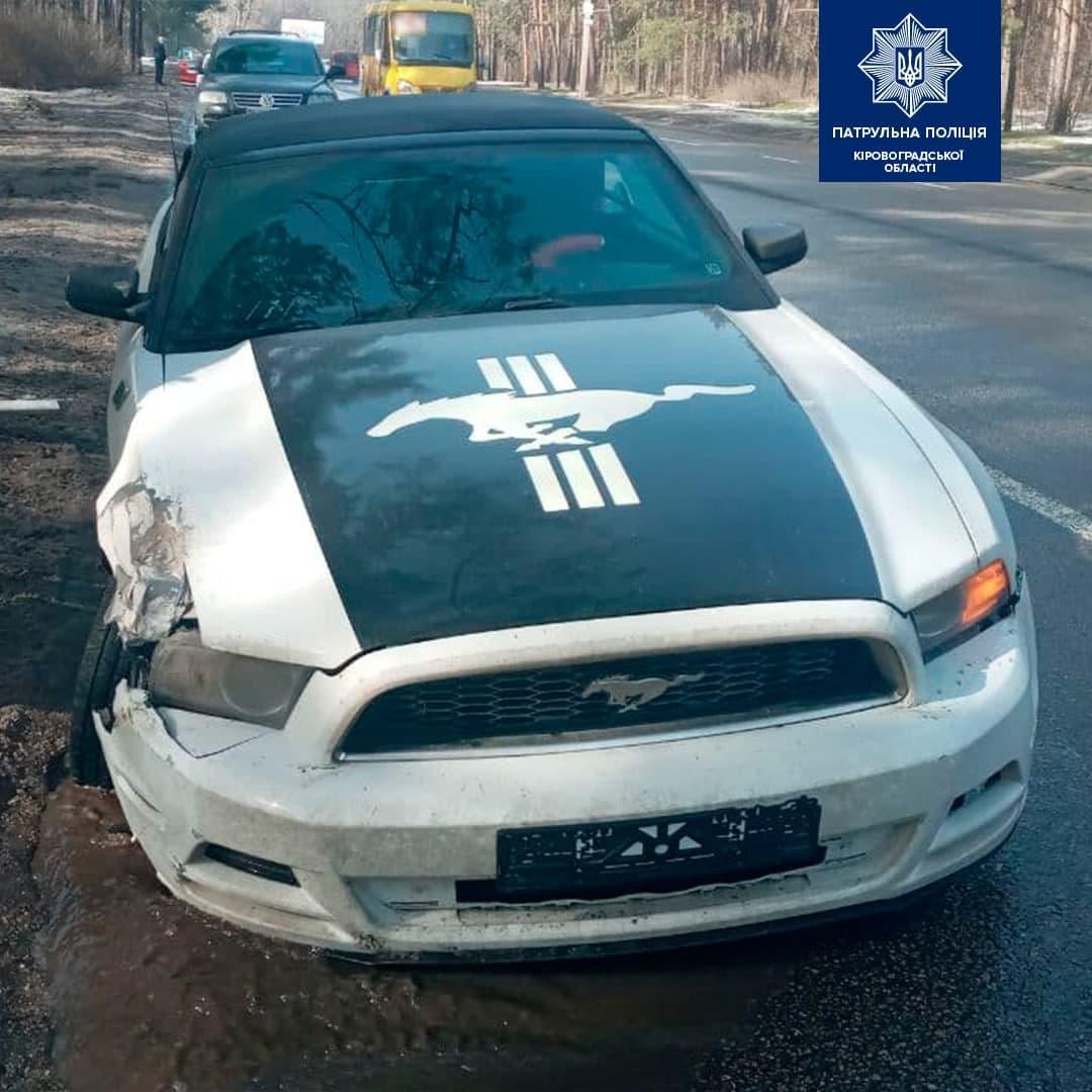 Без Купюр У Кропивницькому автівку занесло в сосну. ФОТО Життя  новини Кропивницький ДТП Mustang Ford 2021 Квітень
