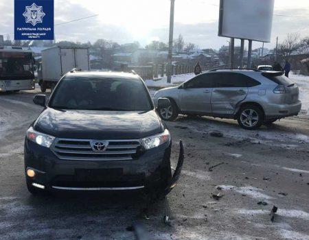 У Кропивницькому не розминулися Lexus і Toyota. ФОТО