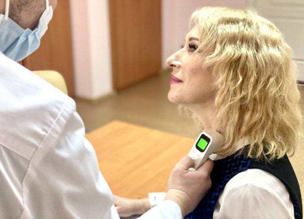 Без Купюр Головна санітарна лікарка та головна інфекціоністка спробували на собі Covishield Головне За кермом  новини Кіровоградщина вакцинація Oxford/AstraZeneca (Covishield). 2021 Квітень